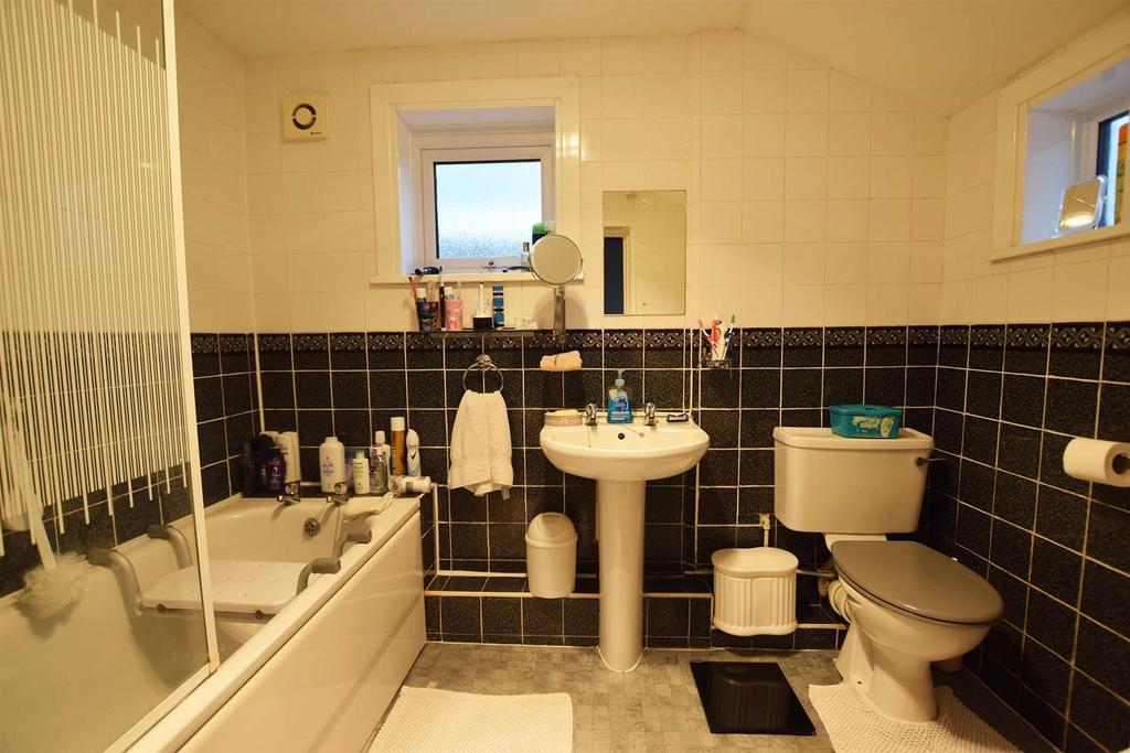 Cowper bathroom
