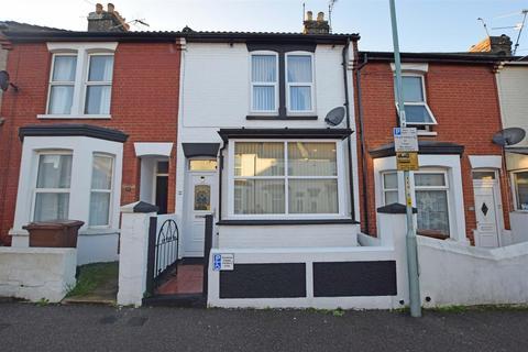 3 bedroom terraced house - Cowper Road, Gillingham