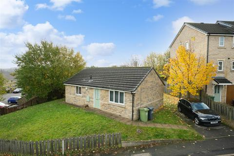 2 bedroom detached bungalow - Clare Hill, Huddersfield
