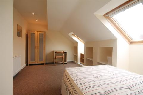 6 bedroom terraced house to rent - Kingsley Place, Heaton