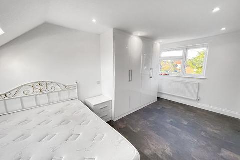 Studio to rent - Riverside Walk, Isleworth, TW7