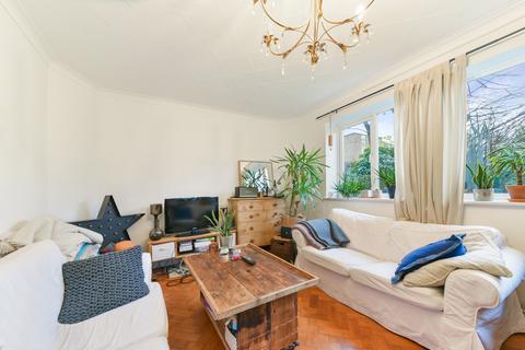 2 bedroom flat to rent - Park Court, SW12