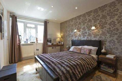 3 bedroom flat for sale - Deans Close, Chiswick