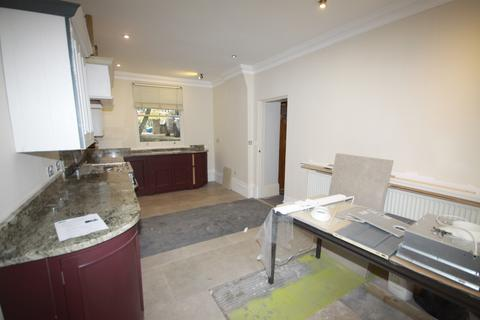 3 bedroom flat to rent - St Johns Park, Blackheath, London SE3