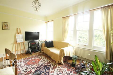 3 bedroom flat to rent - Whiteman Road, N8