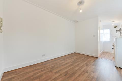 Studio to rent - Blurton Road, Clapton