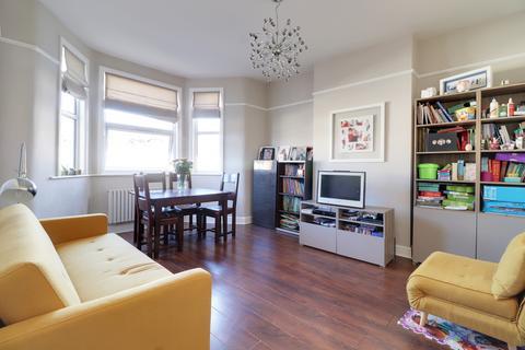 3 bedroom flat for sale - Myddleton Road, Bowes Park, London, N22