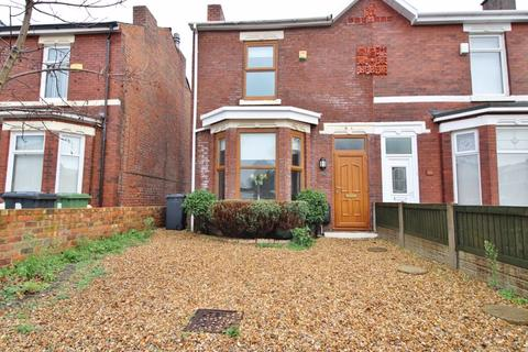 2 bedroom semi-detached house - Russell Road, Southport