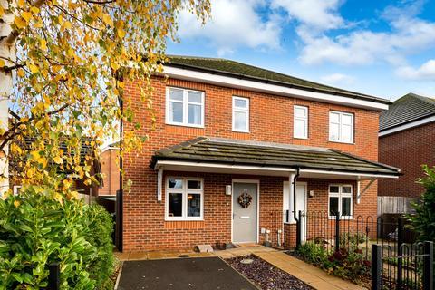 2 bedroom semi-detached house for sale - Poplar Road, Ashford, TW15