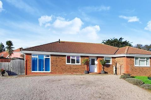 4 bedroom detached bungalow for sale - Broomfield Road, Herne Bay
