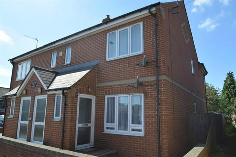 2 bedroom house to rent - Briants Avenue, Caversham, Reading