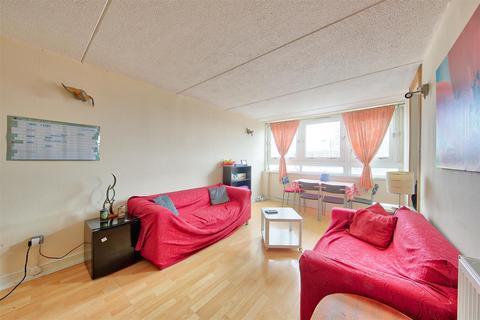 2 bedroom flat for sale - Turpin House, Strasburg Road, London