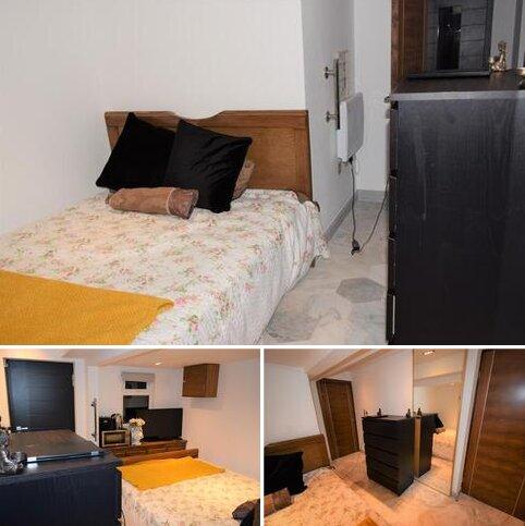 Studio to rent - Charlock Way, Watford WD18