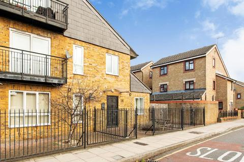 3 bedroom terraced house for sale - Selby Street, Bethnal Green