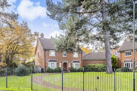 4 bedroom detached house - Stoneleigh Road Bromley BR1