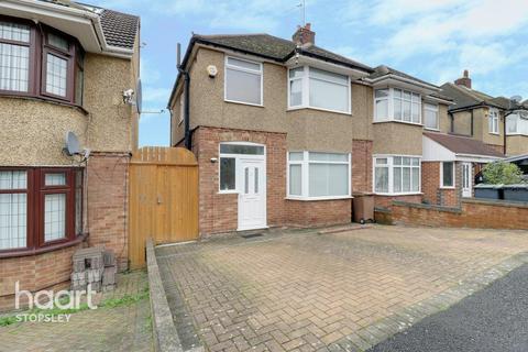 3 bedroom semi-detached house - Walcot Avenue, Luton