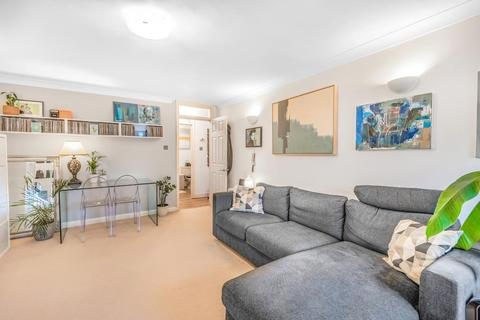 1 bedroom flat for sale - St. Peters Court,  Station Road,  Hampton,  TW12