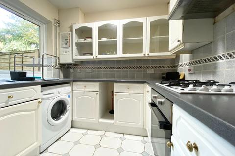 4 bedroom terraced house to rent - Barnfield Place, Spindrift Avenue, London