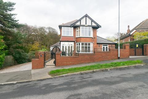 4 bedroom detached house for sale - Gipton Wood Avenue, Leeds, LS8