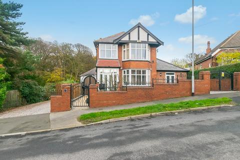 4 bedroom detached house - Gipton Wood Avenue, Leeds, LS8