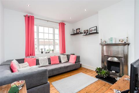 2 bedroom apartment - The Roundway, London, N17