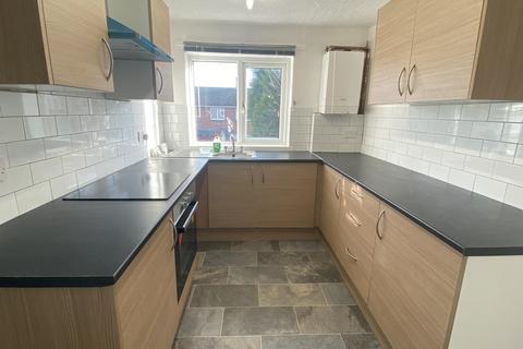 2 bedroom maisonette to rent - Broome Walk, Rugeley, WS15 4ES