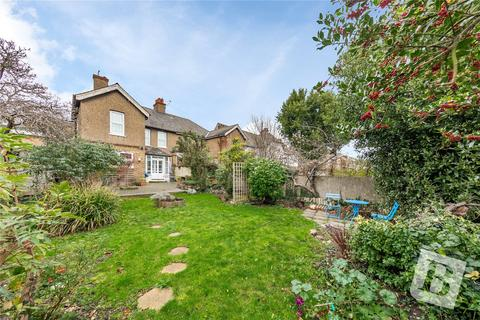 4 bedroom semi-detached house for sale - Pelham Road, Gravesend, DA11
