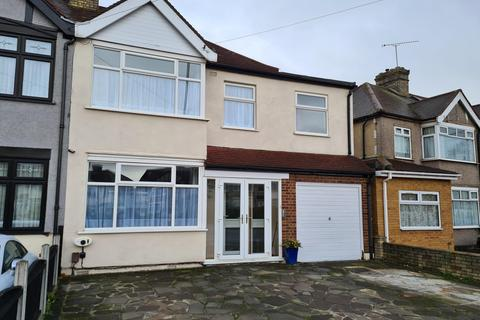4 bedroom semi-detached house to rent - Craven Gardens, Ilford, Essex, IG6