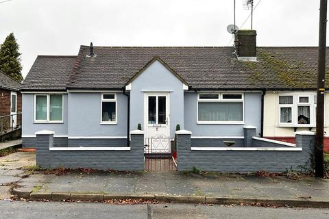 2 bedroom bungalow for sale - Browning Road, Luton, Bedfordshire, LU4