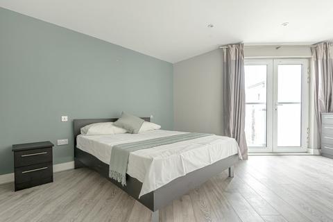 2 bedroom flat - Stane Grove, Stockwell