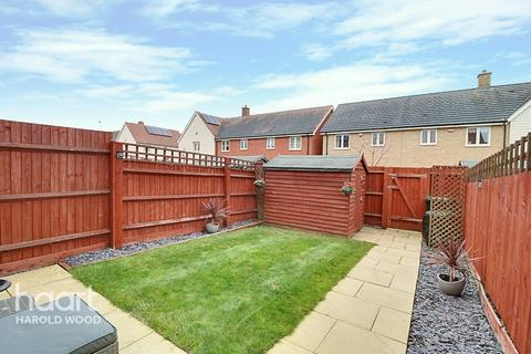 2 bedroom terraced house for sale - Whitworth Avenue, Romford