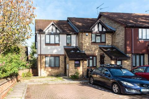 3 bedroom end of terrace house - Clovelly Close, Pinner, Middlesex, HA5