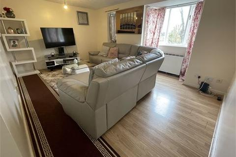 2 bedroom flat - Britton Close, Catford, London, SE6 1AP
