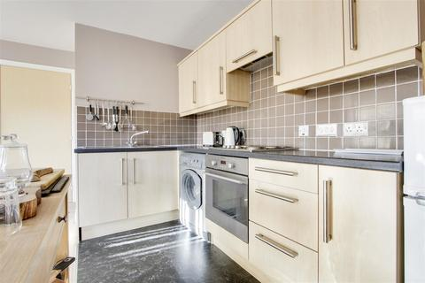 2 bedroom apartment to rent - Vardens Rd , London