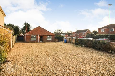 3 bedroom detached bungalow for sale - Plumstead Road, Norwich