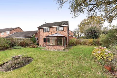 3 bedroom semi-detached house - Pevensey Drive, Knutsford