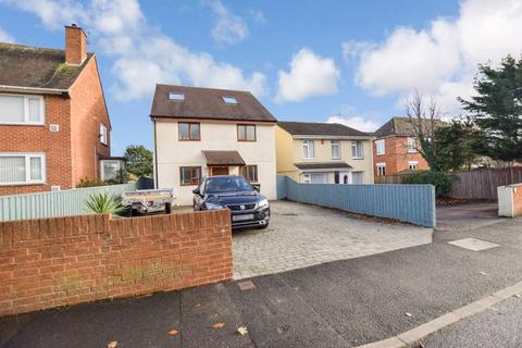 4 bedroom house - Bridge Road, Exeter