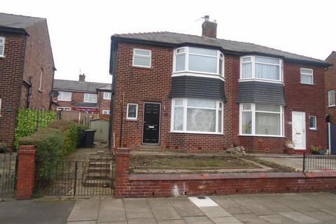 3 bedroom semi-detached house - Russell Road, Salford