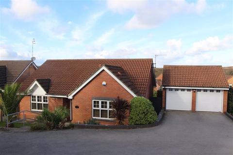 2 bedroom detached bungalow for sale - Oak Tree Close, West Cross