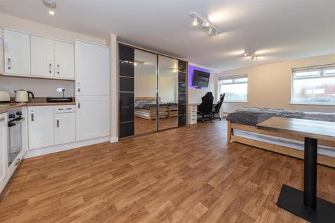 Studio for sale - Handcross Road, Luton