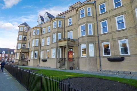 3 bedroom flat - East Street, Tynemouth