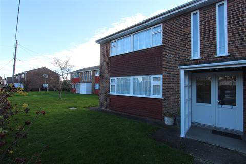 2 bedroom flat to rent - Silverdale Avenue, Minster On Sea, Sheerness