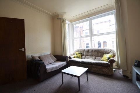 4 bedroom house to rent - Derby Grove, NG7 - UON