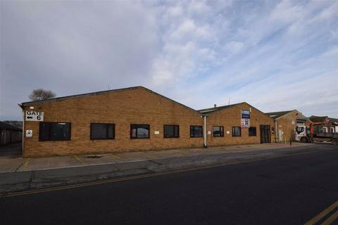 Industrial unit to rent - Bessingby Industrial Estate, Bridlington, East Yorkshire