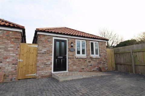 2 bedroom detached bungalow - Brickhill Cottage, Old Barmston Road, HU17