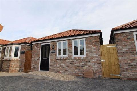 2 bedroom detached bungalow - Stonehill Cottage, Old Barmston Road, HU17