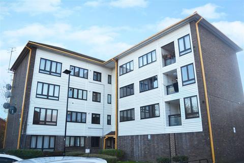 3 bedroom flat to rent - Summerwood Road, Isleworth