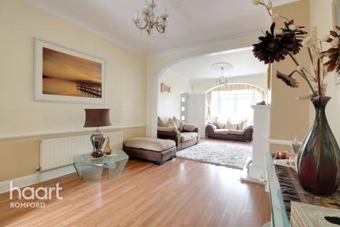 3 bedroom end of terrace house for sale - Melton Gardens, Romford