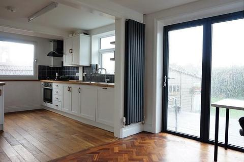3 bedroom house to rent - Cowley Drive, BN2