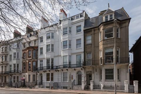 Studio to rent - Marlborough Place, Brighton